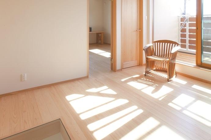 自然素材の家、日が差し込む家