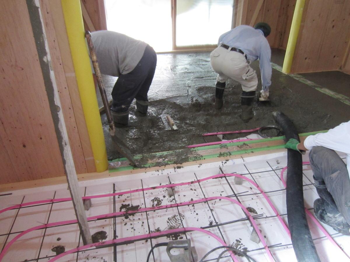 蓄熱床コンクリート打設
