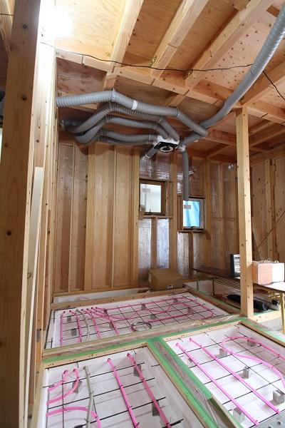 施工事例 京都市伏見区 24時間計画換気ダクト配管状況