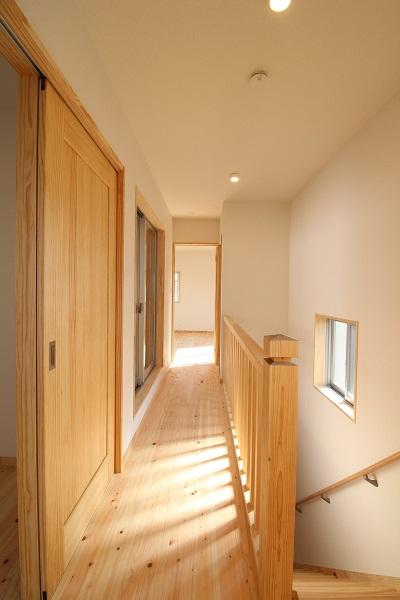 明るい木の家 明るい廊下