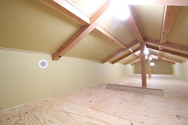 暖かい家に住みたい 小屋裏収納