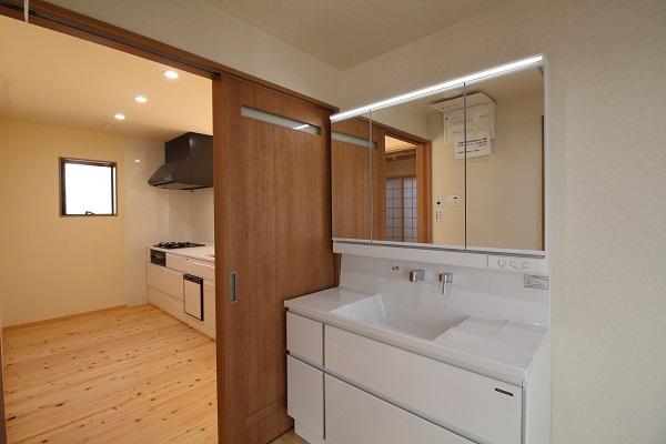 新築一戸建 キッチンから洗面所までの動線