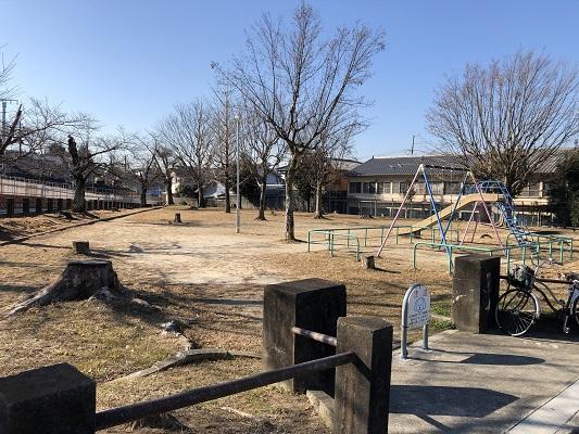 土地 目の前は公園